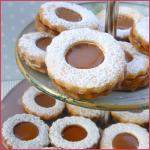 Biscuits sablés fourrés au caramel au beurre salé